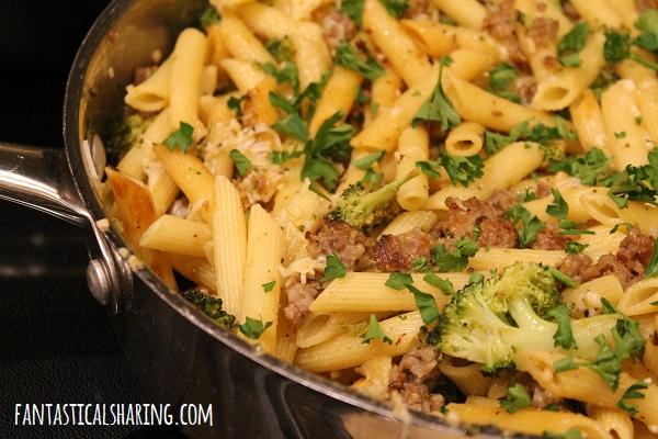 Sausage & Roasted Broccoli Lemon Penne Skillet #recipe #maindish #sausage #pasta #broccoli #lemon