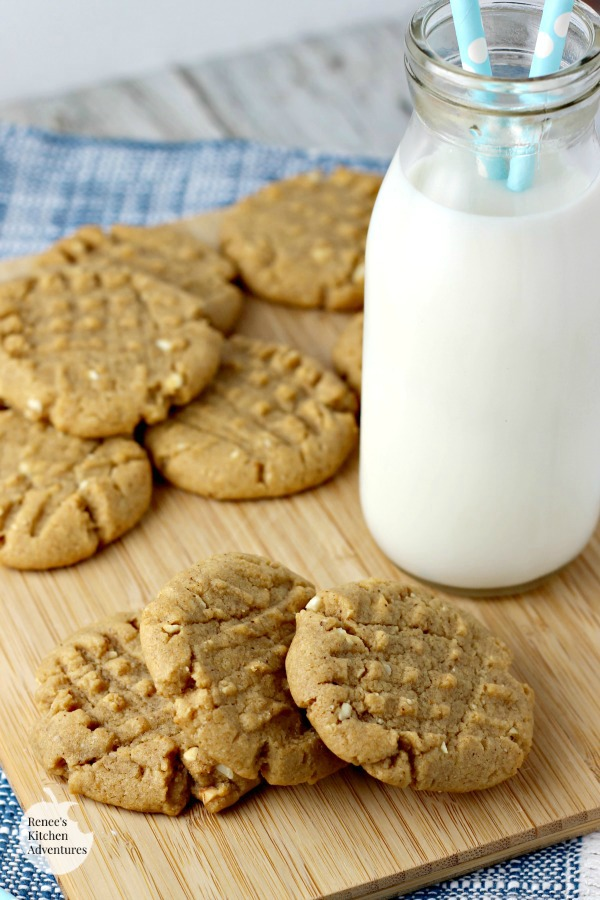 Chipotle Peanut Butter Cookies | by Renee's Kitchen Adventures - cookie recipe for a spicy peanut butter cookie with some heat! #SundaySupper