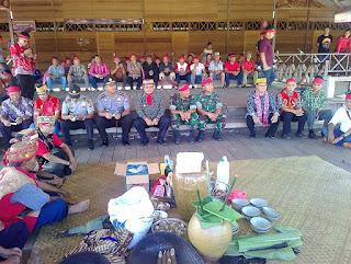 "Sekadau gelar ritual adat "" Tolak Bala "" sesuai dengan adat dan tradisi warga setempat yang bertempat di Betang Youth Center Sekadau komplek pasar baru"