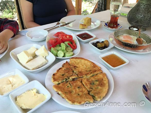 Trabzon Sümer restaurantın kahvaltısı, Sümela manastırı yolu