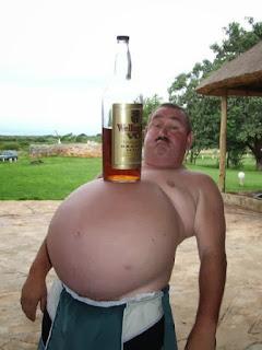 Memes de gordos y gordas causan gordura obesidad hombre obeso bebiendo