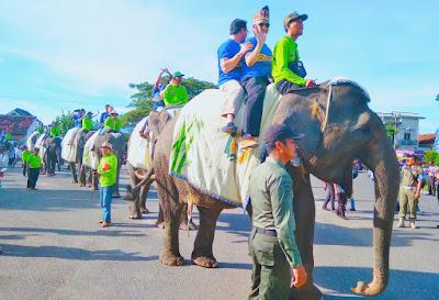 13 Duta Besar Saksikan Lomba Menangkap Bebek, Lele dan Belut Dengan Naik Gajah