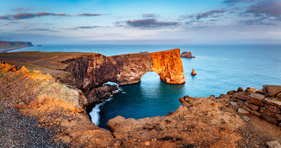 Arco de Dyrhólaey en el sur de Islandia que aparece en el video de Justin Bieber