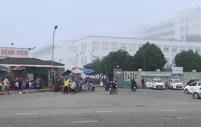 Cổng bệnh viện hữu nghị đa khoa Nghệ An nơi nhóm thanh niên chặn
