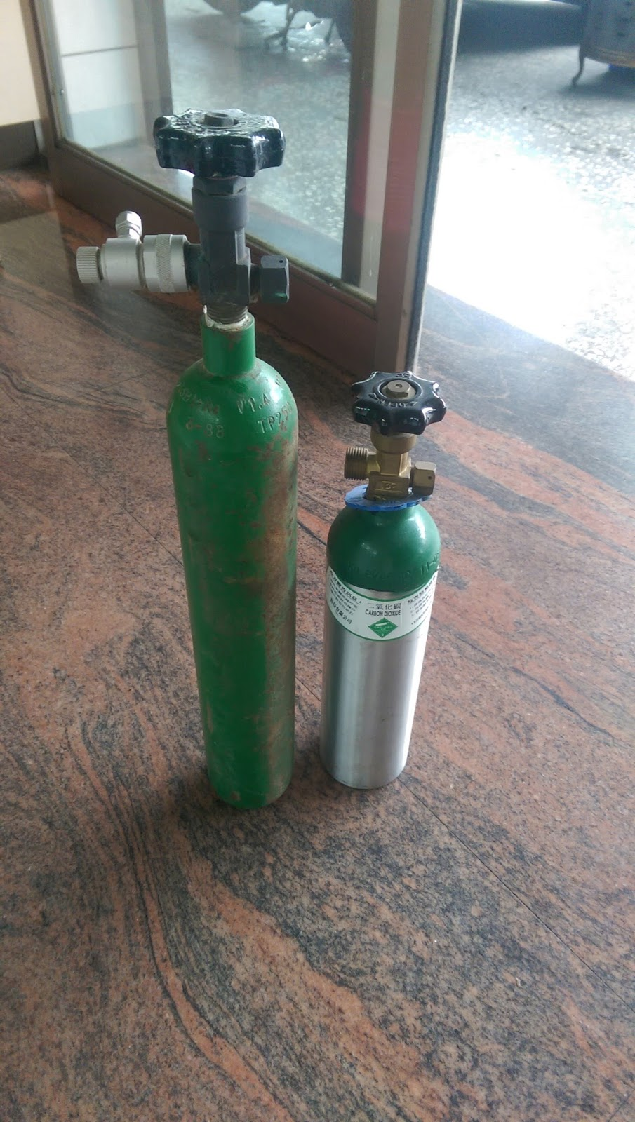 Hite's fish world: CO2 二氧化碳 鋼瓶 水檢+灌氣