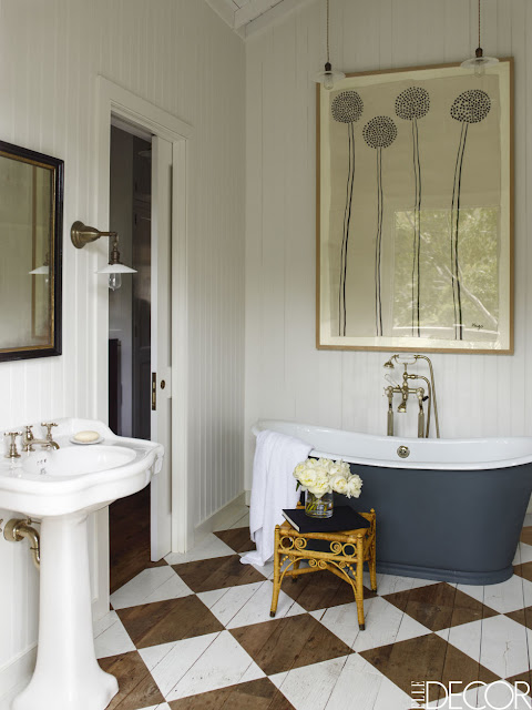 Skandinavisch oder amerikanisch? Holzhaus in Kalifornien im Vintage Design eingerichtet: Bad