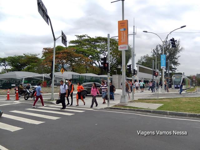 Faixa de pedestre entre a Estação do VLT e o Aeroporto Santos Dumont