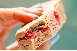 Low Carb Healthy Peanut Butter & Jelly DIY Protein Bars