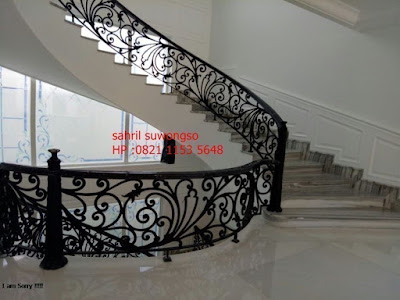 railing balkon klasik untuk menhiasi rumah mewah