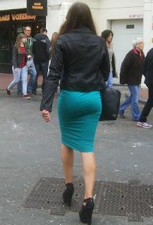 mujeres hermosas ropa pegada