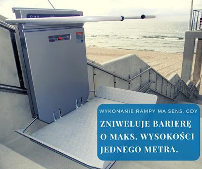 Platforma schodowa może być montowana niezależnie od różnicy wysokości poziomów, natomiast rampa sprawdza się tylko przy niewielkich różnicach.