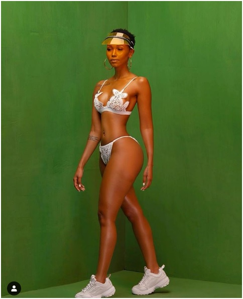 6 - HUDDAH flosses NAKED buttocks and firm BOOBs in new juicy PHOTOs.