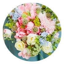 Light Summer seasonal color palette flower bouqet illustration