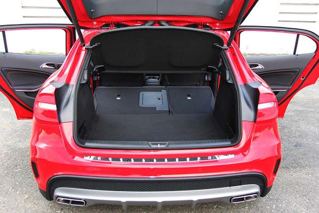 Khoang hành lý Mercedes AMG GLA 45 4MATIC thiết kế rộng rãi