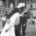 """""""Έφυγε"""" η γυναίκα που έδωσε ένα από τα πιο ιστορικά φιλιά"""
