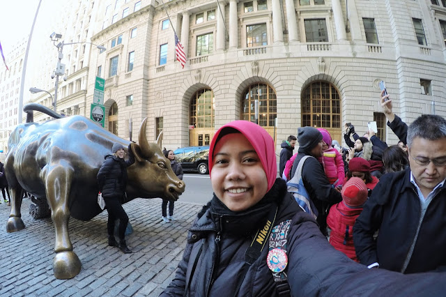 Farah at Charging Bull, New York City, New York, United States of America