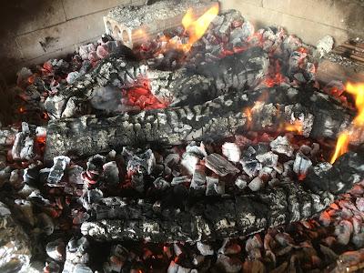 Arroz con rodaballo, rape y gambones en paella hecha en barbacoa. Estrenando mi Mandil del Canal Cocina y maridando el arroz con mi vino favorito - Montnegré (antes Montenegro y Mantonegro) D.O. Binisalem, de Palma de Mallorca - Receta - el gastrónomo - ÁlvaroGP - 😝