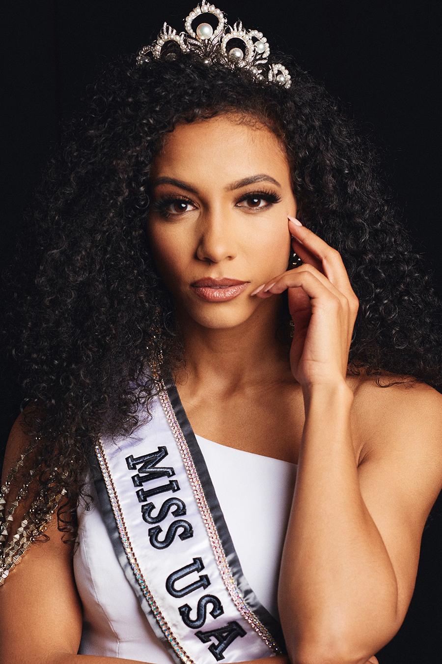 wanita kulit hitam cantik Cheslie Kryst