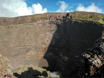 cráter volcán vesubio italia