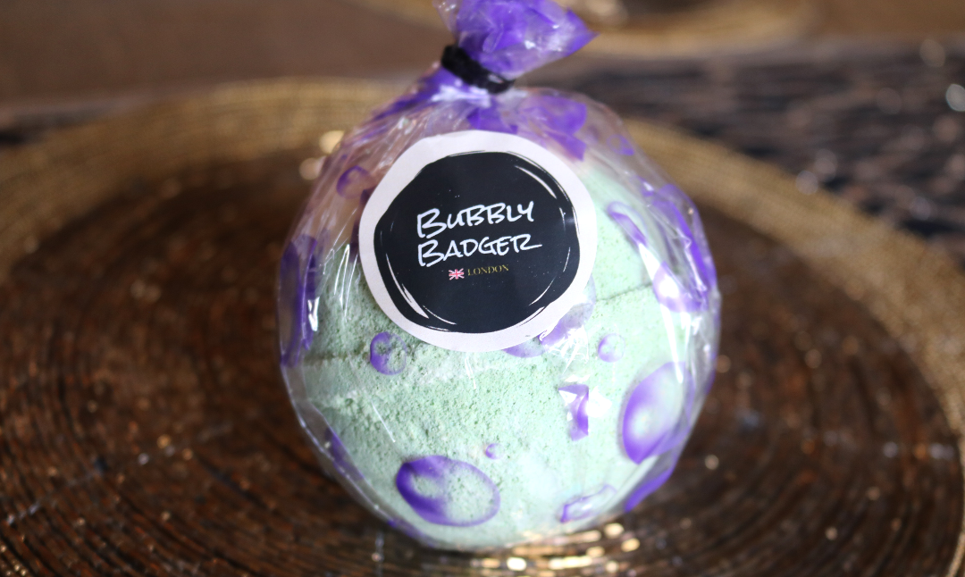 Bubby Badger Large Bath Bomb in Apple Pie & Custard
