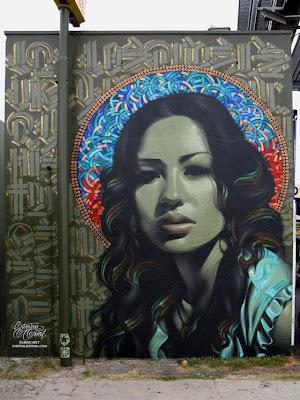 Arte Urbano -  Una mujer muy atractiva.