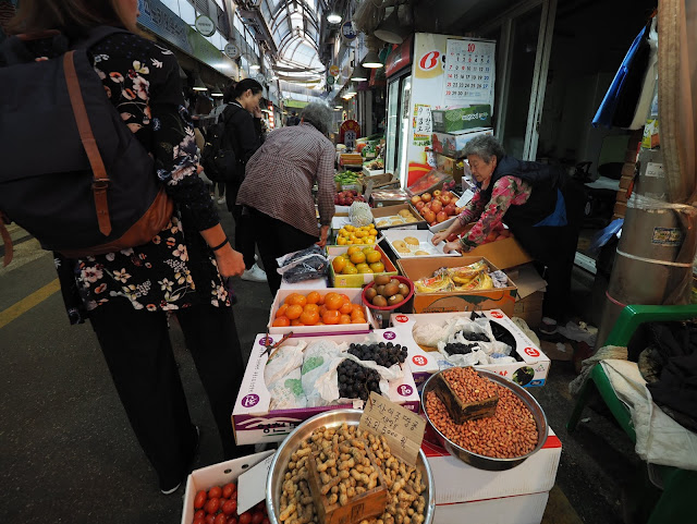 Fruit stall at Tongin Market (통인시장)