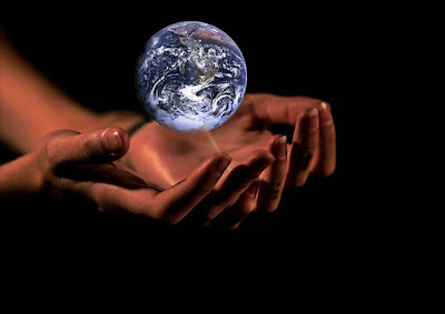 world hands pic