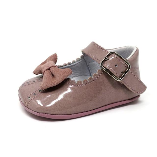 https://www.zapanines.es/zapatos-bebes/4044-mercedita-peuke-charol-rosa-suela-ante.html