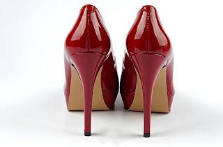 sepatu-hak-tinggi
