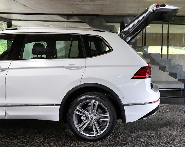 VW Tiguan AllSpace 2019 R-Line - porta-malas com abertura elétrica