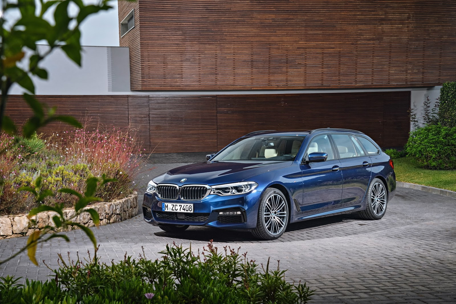 new special edition i8 frozen black to join bmw 39 s 5 series touring 4 series lci in geneva