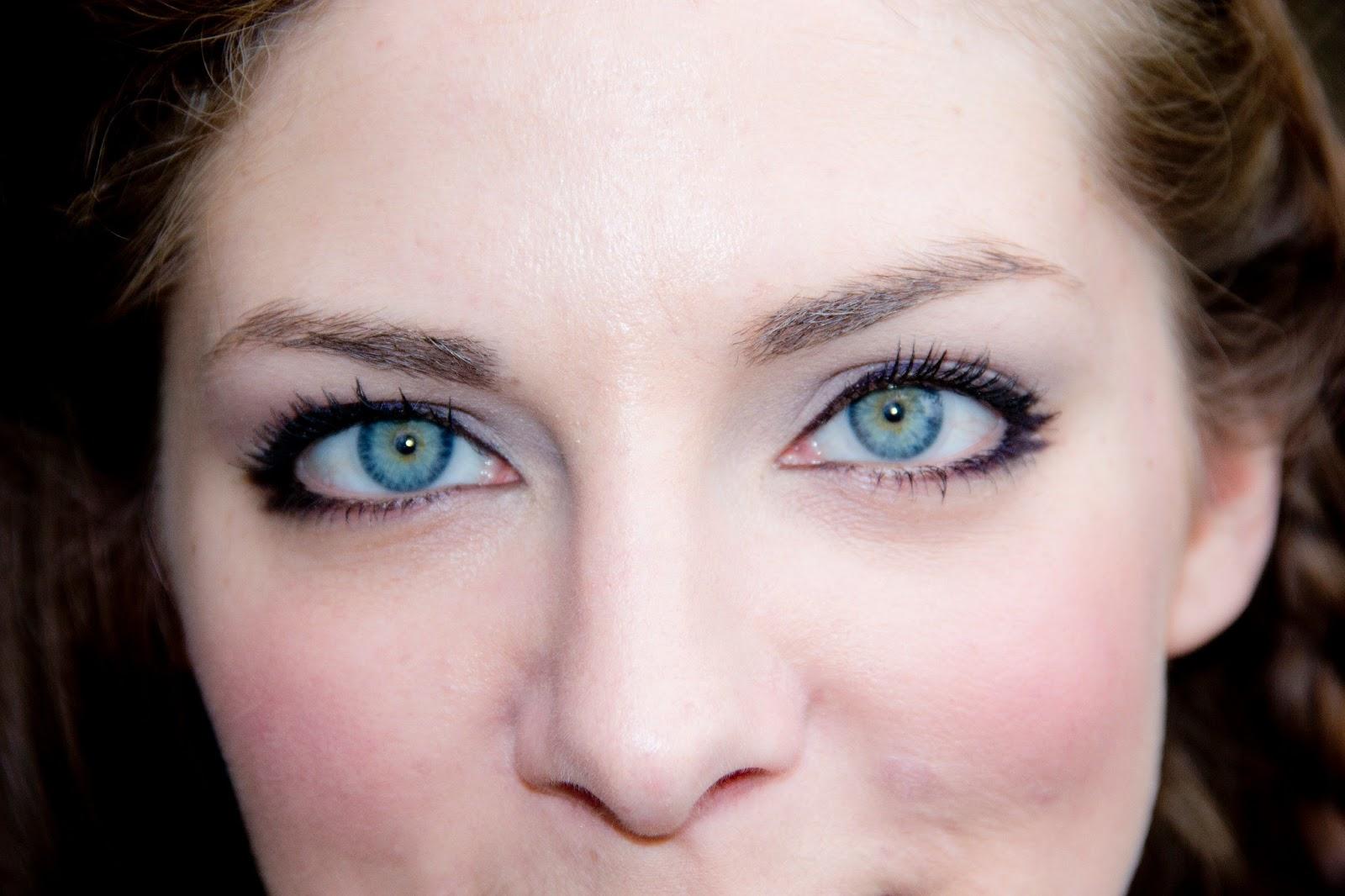 Lipstick & Chiffon : Violet Eyes