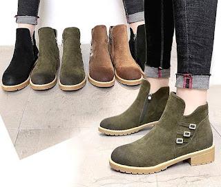 Model sepatu booties untuk wanita mengikuti kegiatan kuliah