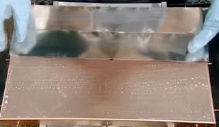 укладка припоя на решетку для льда льдогенератора