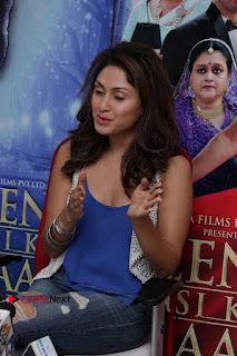 Bollywood Actress Manjari Phadnis Stills in Ripped Jeans at Film Jeena Isi Ka Naam Hai Interview  0008.jpg