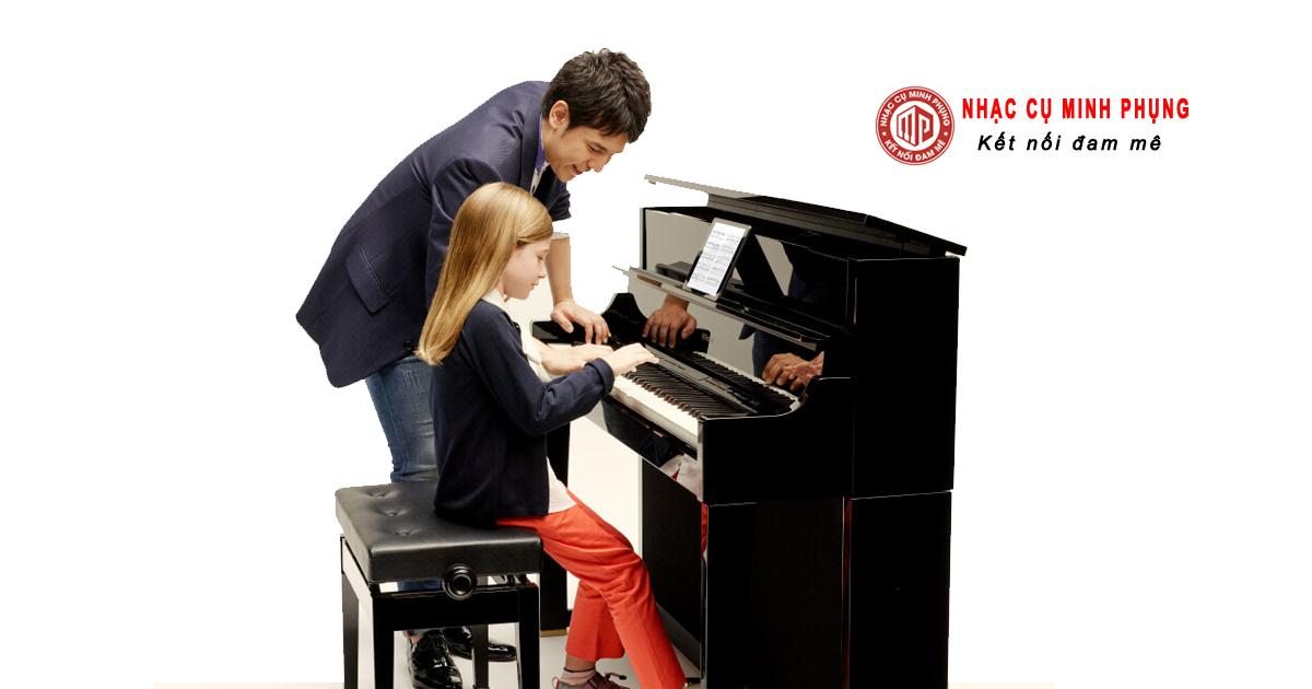 Nên mua đàn piano cơ hay điện