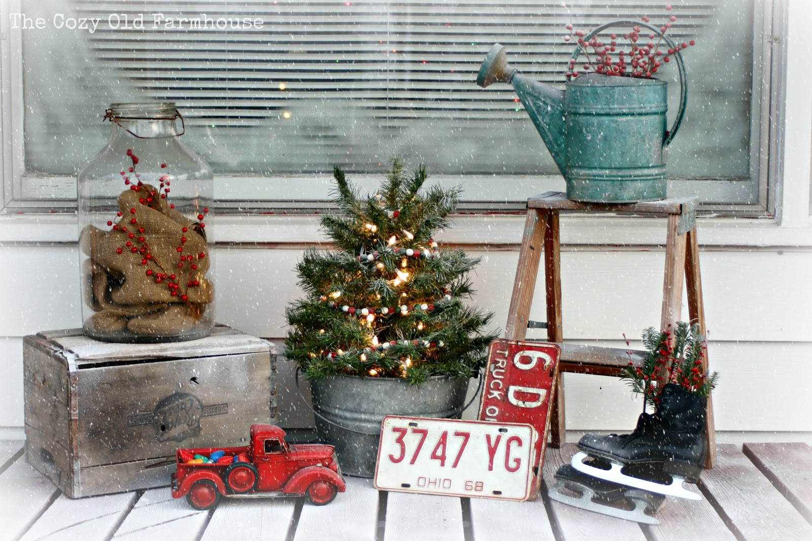 a junky christmas porch - Farmhouse Christmas
