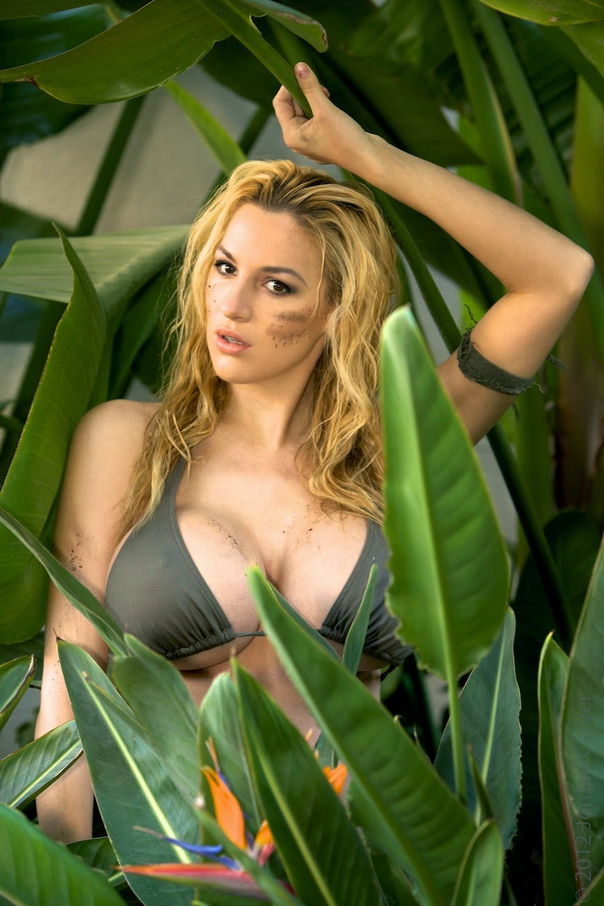 Jordan Carver Big Boobs Dirty Tiny Bikini In Dschungel -1058
