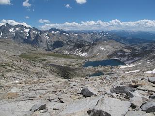 Blick zurück vom Blue Lake Pass auf die Ritter Range (linke Seite) und die südliche Sierra