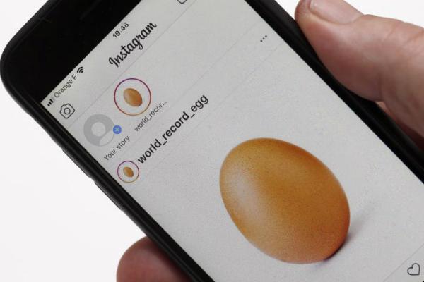 أخيرا تم كشف السر وراء صورة البيضة الشهيرة على إنستغرام