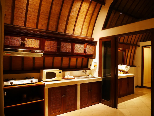 Dapur di Deluxe Bungalow Hotel Vila Lumbung