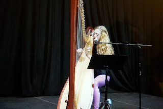 Emma Newton performing at THE BLACK BOX