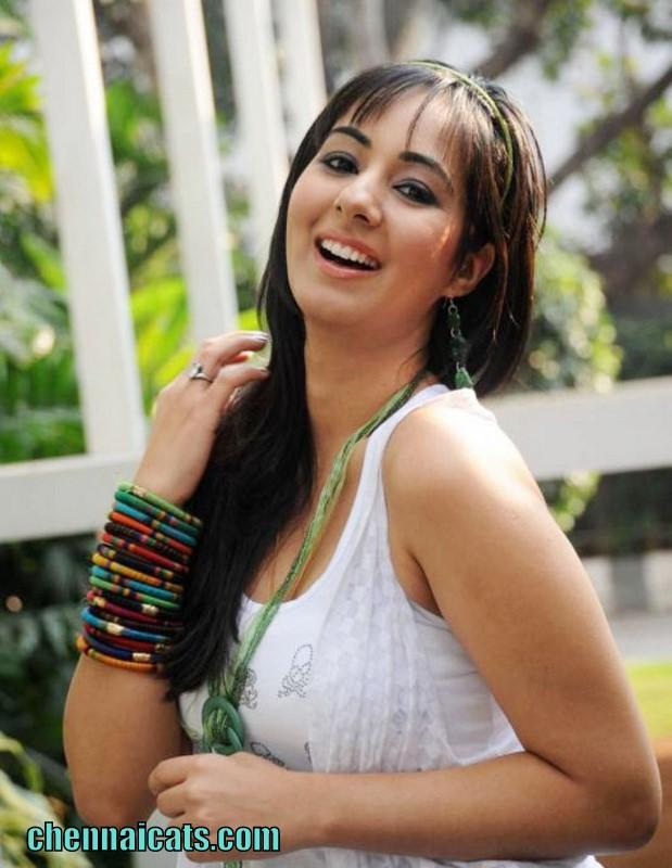 South Indian Actress Blue Film Sakshi Gulati Hot Actress -1566