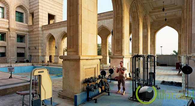 Weightlifting in Al-Faw Palace