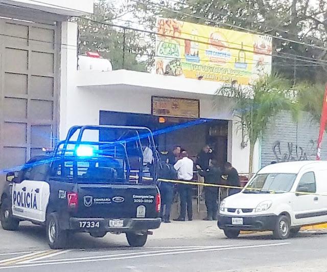 """VIDEOS: Filtran la ejecución de 6 personas por comando de sicarios en mariscos """"Don Cangrejo"""" en Tlaquepaque Jalisco"""