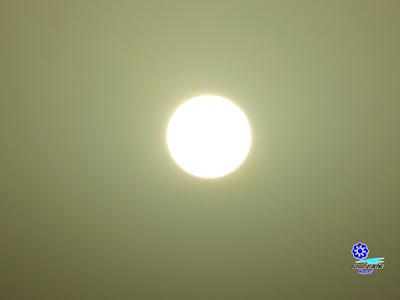 El sol a través de una capa de polvo sahariano en suspensión