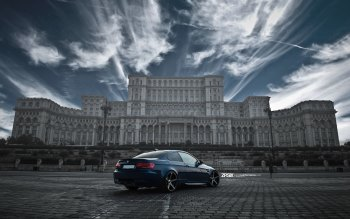 Wallpaper: BMW E92 M3 in front of Palace of the Parliament