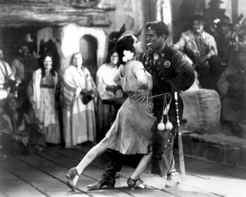7fe67d11ed4 Τα πρώτα tango παιζόντουσαν από μετανάστες στο Μπουένος Άιρες και το  Μοντεβιδέο. Μέχρι το τέλος του 19ου αιώνα, το tango ήταν ευρέως διαδεδομένο  στις λαϊκές ...