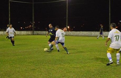 Os veteranos jogaram ontem (29) pelo municipal de futebol suíço de Águas  Frias 9e909f455c476