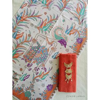 kain batik printing wayang putih orens mix embos